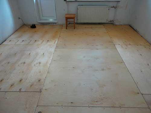 Как укладывать линолеум на деревянный пол