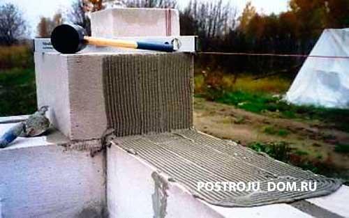 Как положить пеноблоки на клей